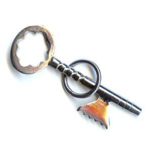 La clé et l'anneau enclavé