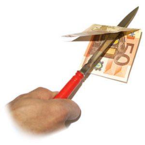 Un Couteau transperce un billet