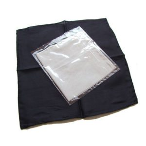 Deux foulards 1 noir & 1 blanc